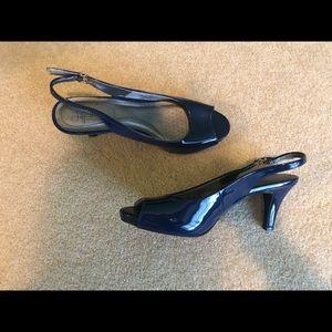 Life Stride Patent leather peep toe heels